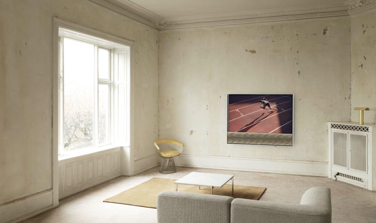Bang & Olufsen Beovision Contour OLED TV